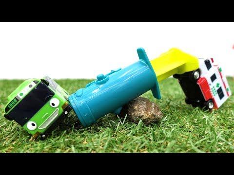 #Машинки! Игры с машинками (игрушечные автобусы). Автобус Тайо играет в прятки. Роги упал с дерева!