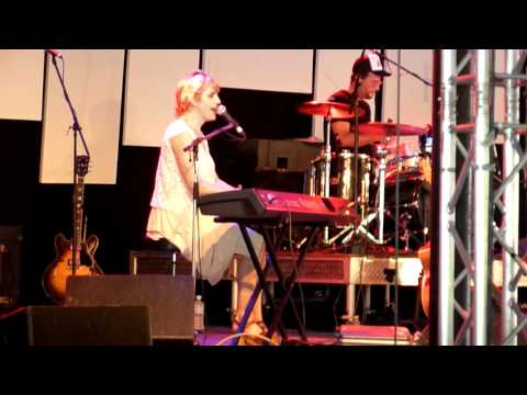 Dream About Changing - Sally Seltmann live at Woodford Folk Festival 2010/2011
