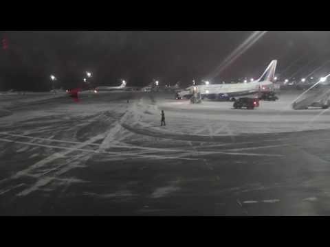 Aeropuerto Vnukovo con nieve 2013 12 8