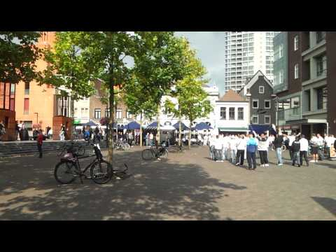 Legia fans zingen op Stratumseind Eindhoven thumbnail