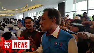 Anwar says he won't comment on party issues until PKR retreat is over