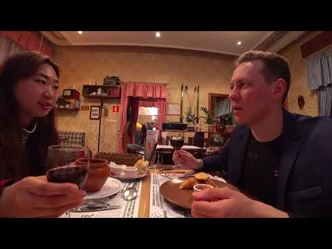 Girl from Korea try Russian food. Walk and Blog