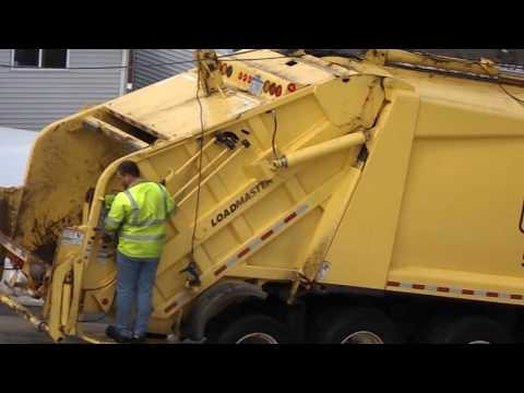 Garbage Truck Packing 3-31-2014 Screaming...