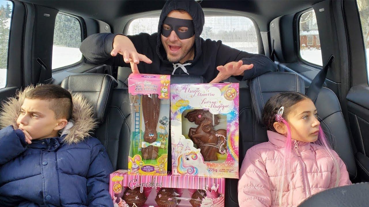 Heidi dan Zidane pergi ke toko mainan dan bermain dengan mainan cokelat