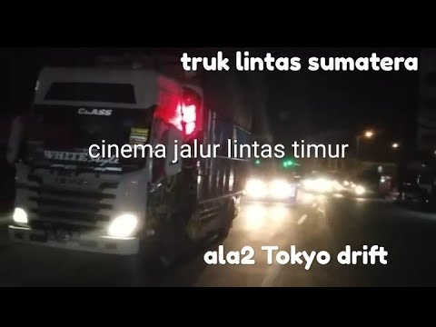 pesona-truk-indonesia-di-jalan-lintas-sumatera