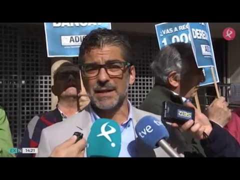 Presentación de la campaña: ¿Vas a regalar 1.000€ a la banca? en Extremadura