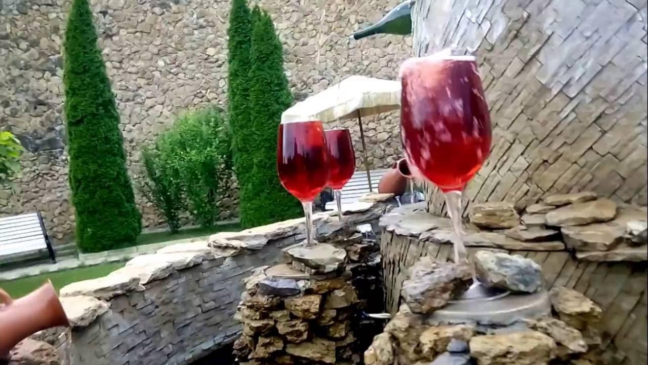 Как делают молдавское вино в домашних условиях - YouTube