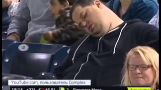 Уснувший на матче фанат New York Yankees подал иск на кабельный канал