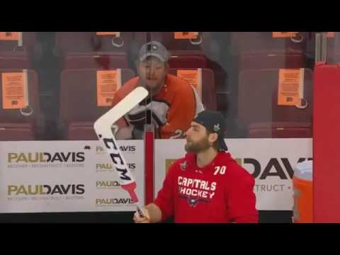 A Flyers Fan Cursed and Taunted Braden Holtby During His Pregame Visualizationsvia torchbrowser com