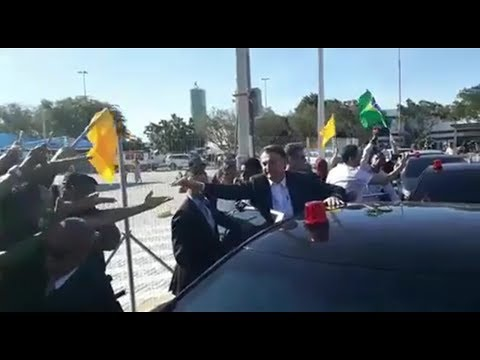 bolsonaro-é-ovacionado-em-sua-chegada-em-pernambuco!