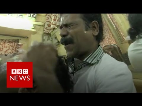 Indian barber famous for 'cosmic' head massages - BBC News