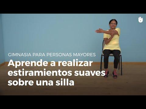 Ejercicios suaves de estiramientos con una silla | Gimnasia para personas mayores