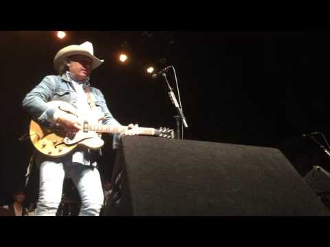 Ain't That Lonely Yet and Liar  - Dwight Yoakam - Georgia Theatre - July 11, 2017