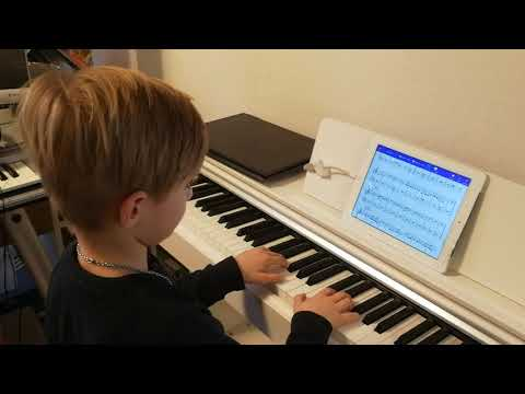 Freddy Piano Man (7 years old after learning to play piano for nearly 2 months)