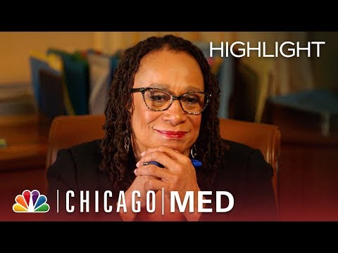 Chicago Med - Share the Moment: Happy Holidays (Episode Highlight)