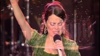 """Espontâneo """"Tu Reinas"""" - Diante do Trono - DVD Por amor de Ti, oh Brasil (DT9)"""