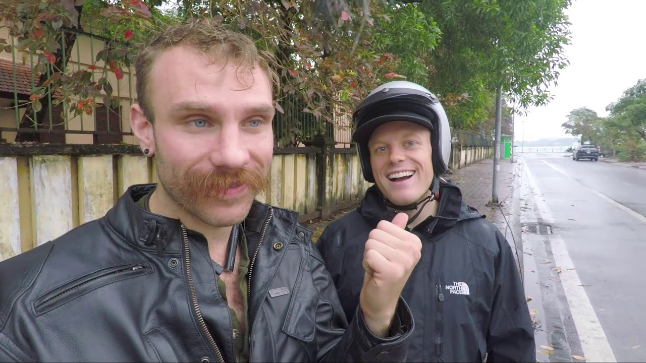 Vlog: Learning to ride a real motorbike in Hanoi, Vietnam ? + Flying a drone, Apartment & Food