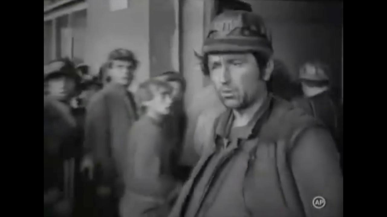 14 iunie 1990: unii bucureșteni aplaudă minerii