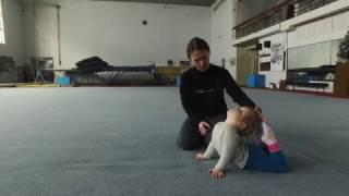 Лиза 2,3 года / Акробатика для детей с Котовой Катериной