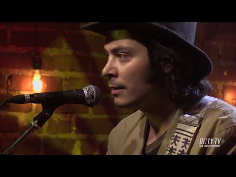 """Max Gomez Performs """"Tall Buildings"""" On DittyTV"""