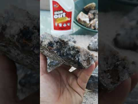 Using Super Iron Out to clean rocks and minerals part 3.