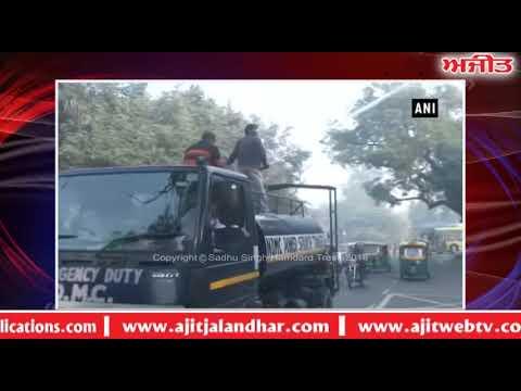 North MCD workers sprinkle water in Delhi- ਹਵਾ ਪ੍ਰਦੂਸ਼ਣ ਕਾਰਨ ਬੇਹਾਲ ਦਿੱਲੀ 'ਚ ਛਿੜਕਿਆ ਗਿਆ ਪਾਣੀ