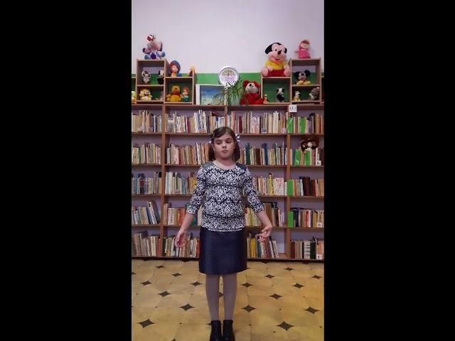 Изображение предпросмотра прочтения – ТатьянаМельникова читает произведение «Его семья» А.Л.Барто