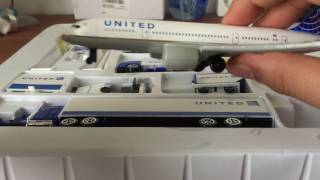 Daron United Airport Playset 2 plane set