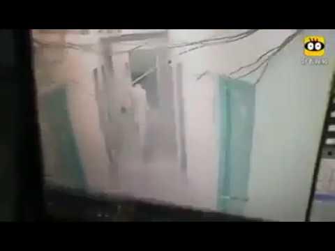 Clip nữ sinh bị bạn cùng xóm trọ kéo vào phòng cưỡng đoạt