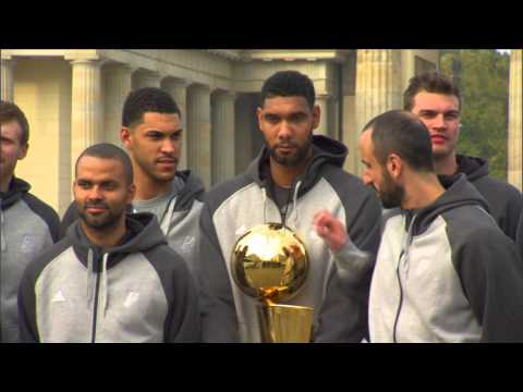 San Antonio Spurs Take Team Photo in Berlin