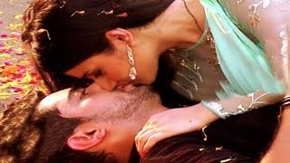 Neil & Avni Sizzling KISS Post Rescuing Mishti | Naamkaran | TV Prime Time