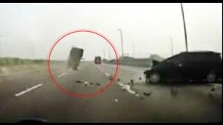 видео Самые жёсткие и страшные аварии 2015 (с информацией по авариям)