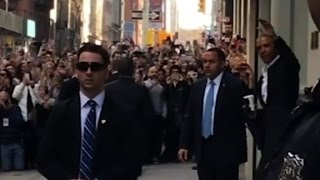 Crowds flock to Obama in NYC