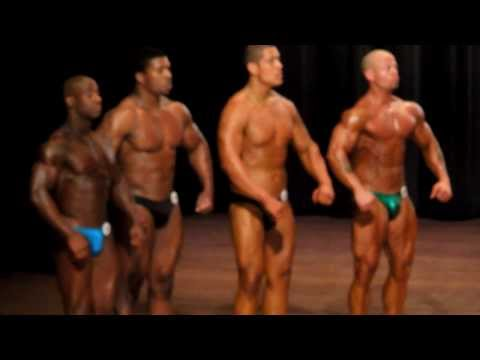 Funny Bodybuilder Making His Chest Bounce