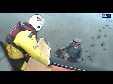 Dramatic moment Hoylake RNLI rescue man trapped in mud from a wirral beach