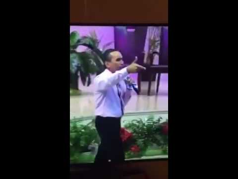 """Pastor llama """"patuleco"""" a joven"""