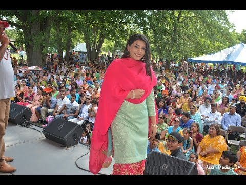 Punjabi Singer Rupinder Handa at Punjabi Sports Club and Cultural Club Chicago annual Punjabi Mela