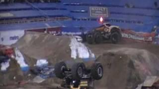 2009 Monster Jam World Finals - Maximum Destruction BACKFLIP!