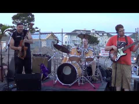 Bluesman Tom Larsen Hitting the Sweet Spot at the Ocean