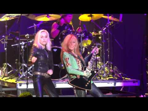Lita Ford & Cherie Currie  Queens Of Noise Runaways M3  2014