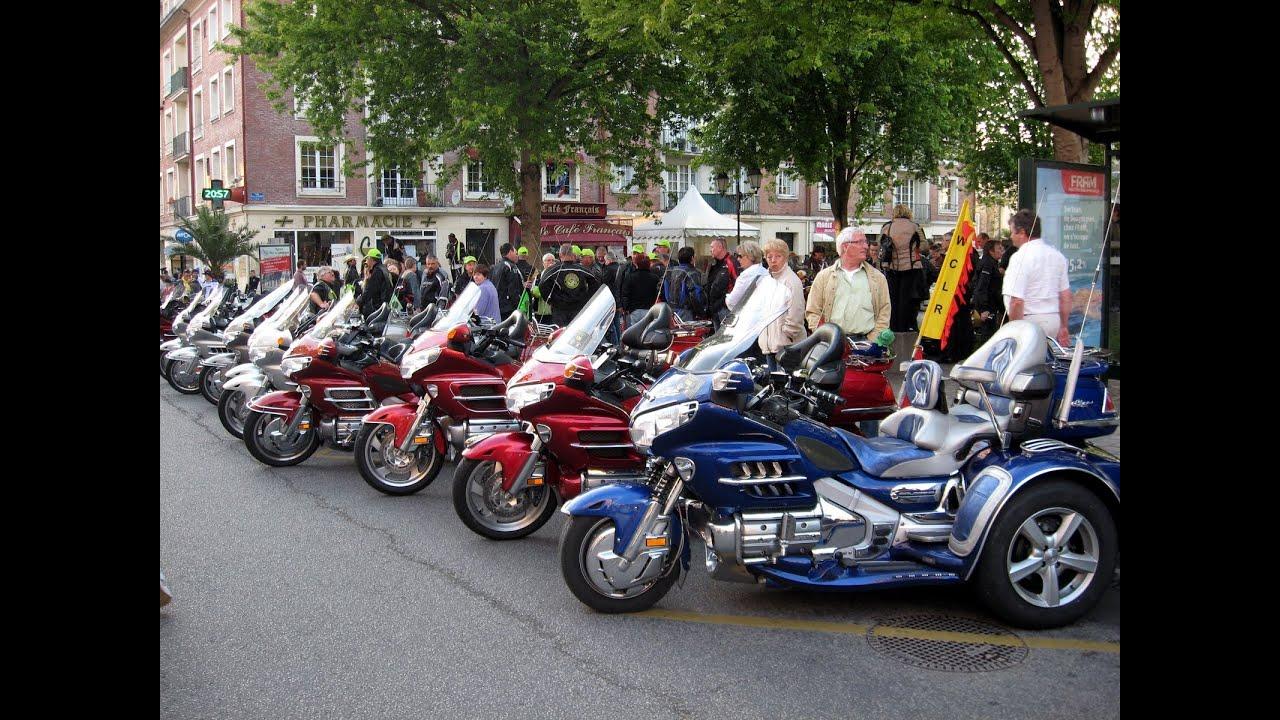 Parade Goldwing club de France , Lisieux Normandie 2011 ...