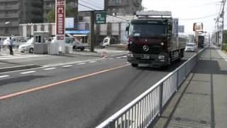 大型トラック ◇ メルセデス・ベンツ製  茶色 国道2号線
