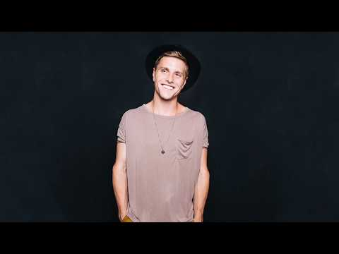 JOHNNY STIMSON - HONEYMOON LYRICS VIDEO