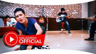 Sembilan - Ada Bayangmu (Official Music Video NAGASWARA) #music