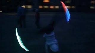 Светящиеся кроссовки - Колесо в темноте!