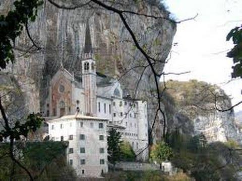 Santuario madonna della corona e le quindici stazioni for Santuario madonna della corona