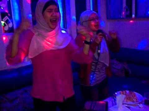 Siti Nurul Fatimah ( karaoke with tim accounting finance , ignite  20131024 )