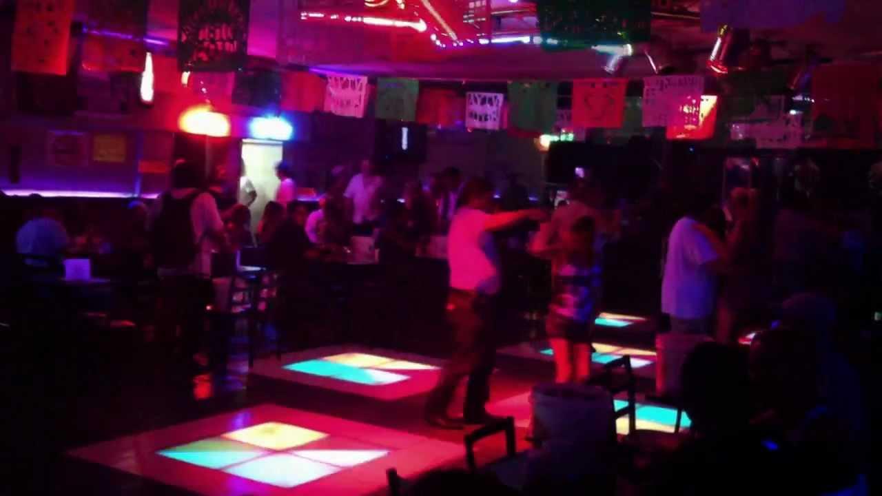 Los Vallenatos De La Cumbia Bar Internacional