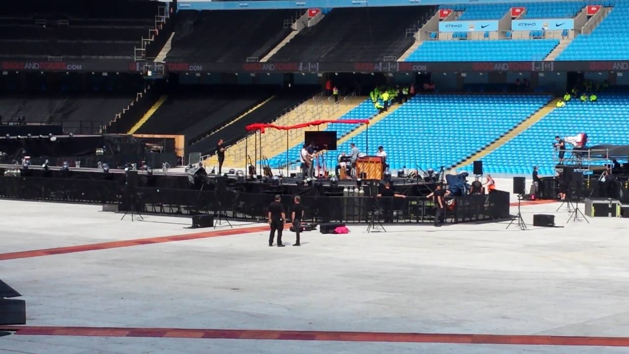 Coldplay 2016 - Etihad Etadium  - behind the scenes warmup