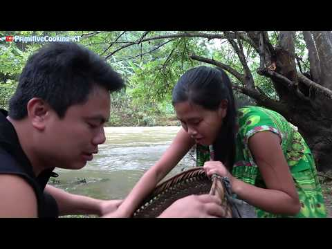 Survival skills - Catching crab by hand and cooking crab recipe - Eating delicious